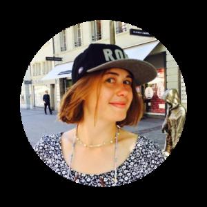 Фото девушка в кепке, курс Движение к цели